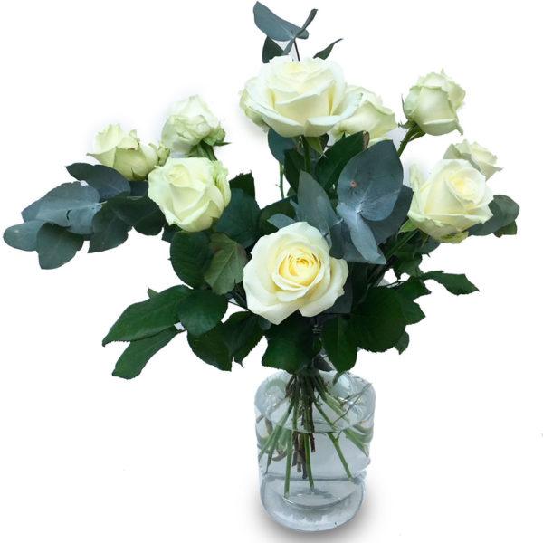 Bouquet de roses blanches et d'eucalyptus